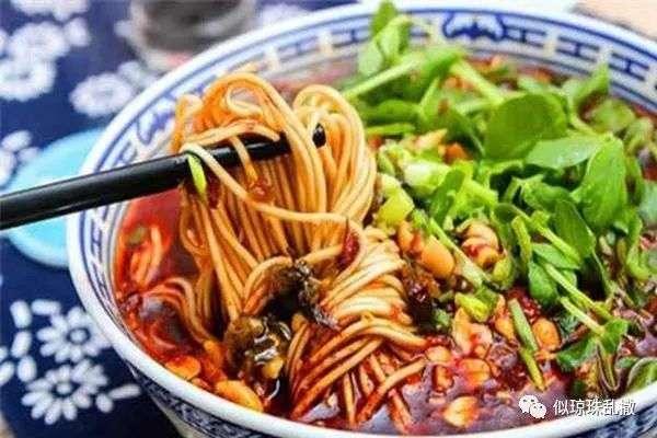 重庆小面,是重庆四大特色之一,麻辣味调和不刺激,面条劲道顺滑,汤料香气扑鼻,味道浓厚。