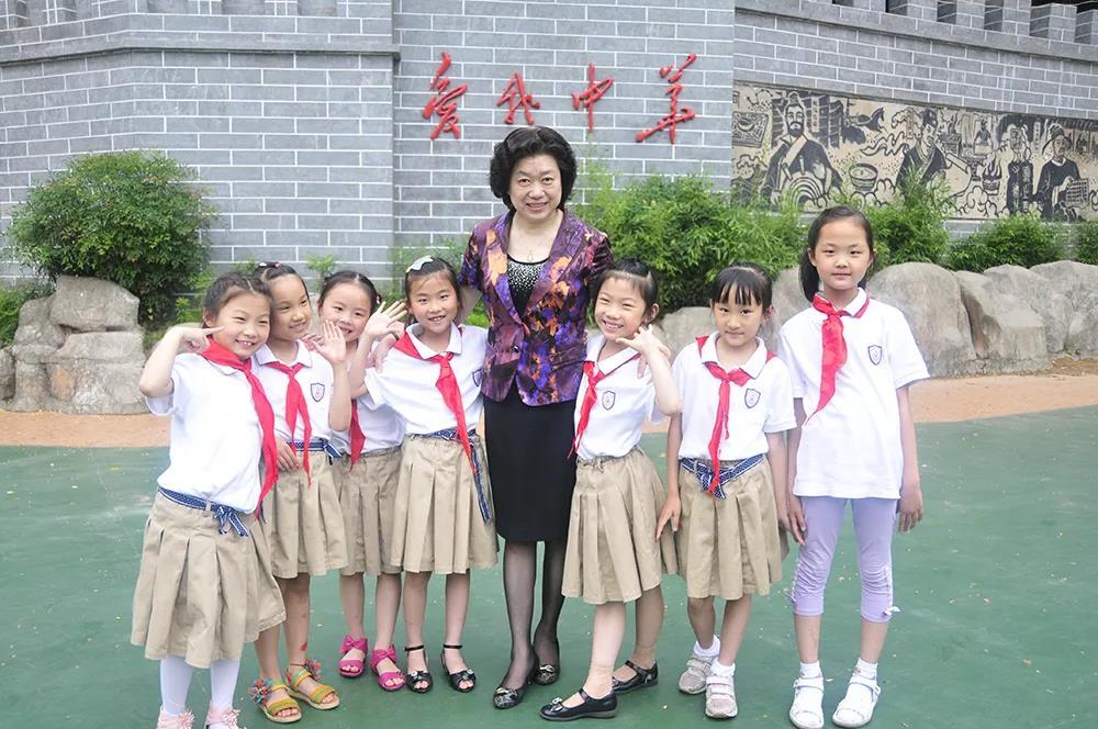 代表建议为中小学幼儿园配备专职保安!