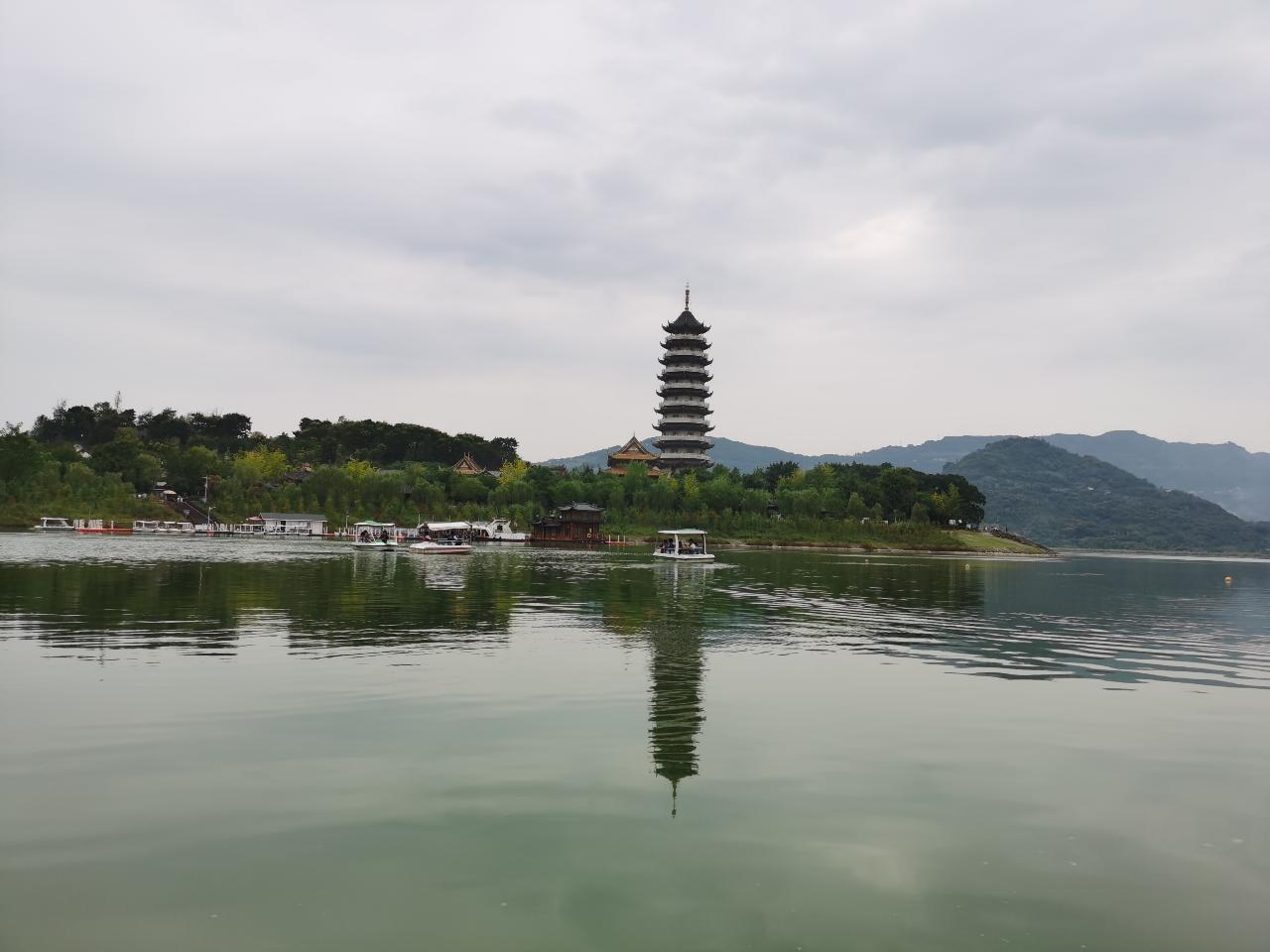 汉丰湖游船美景