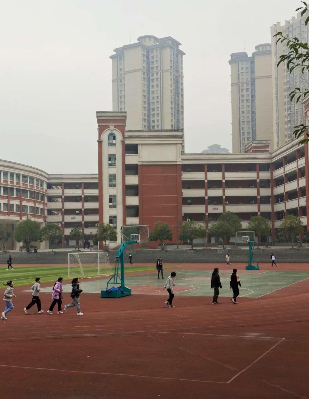 现在的学生,平时缺乏锻炼,达起标来很为难,身体素质堪忧