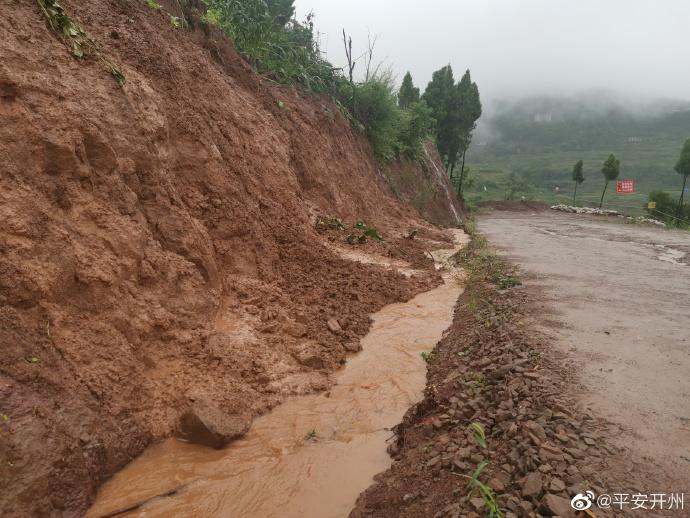 禁止通行,断道维修!维拉庄园到大德这段路被暴雨损毁!