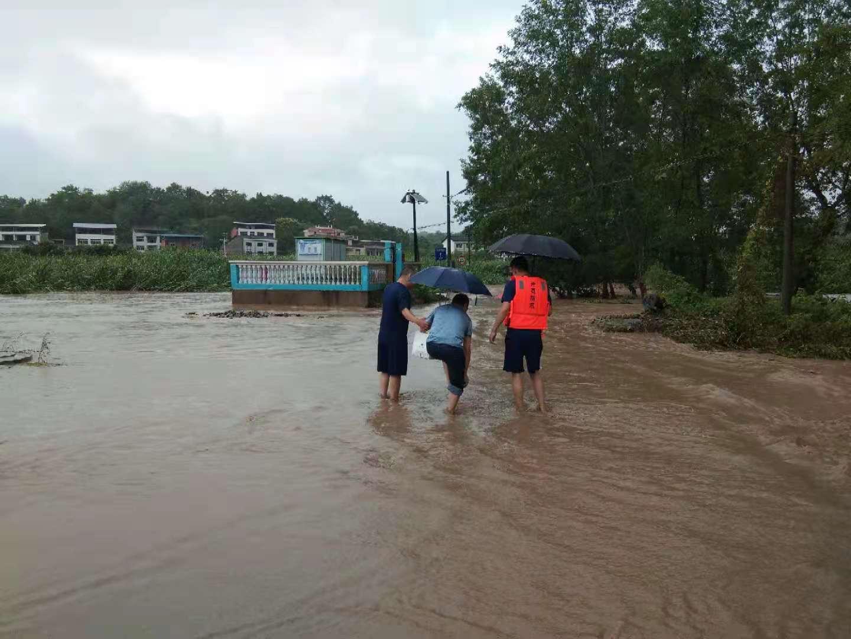 岳溪暴雨涨大水!这些人究竟干什么?